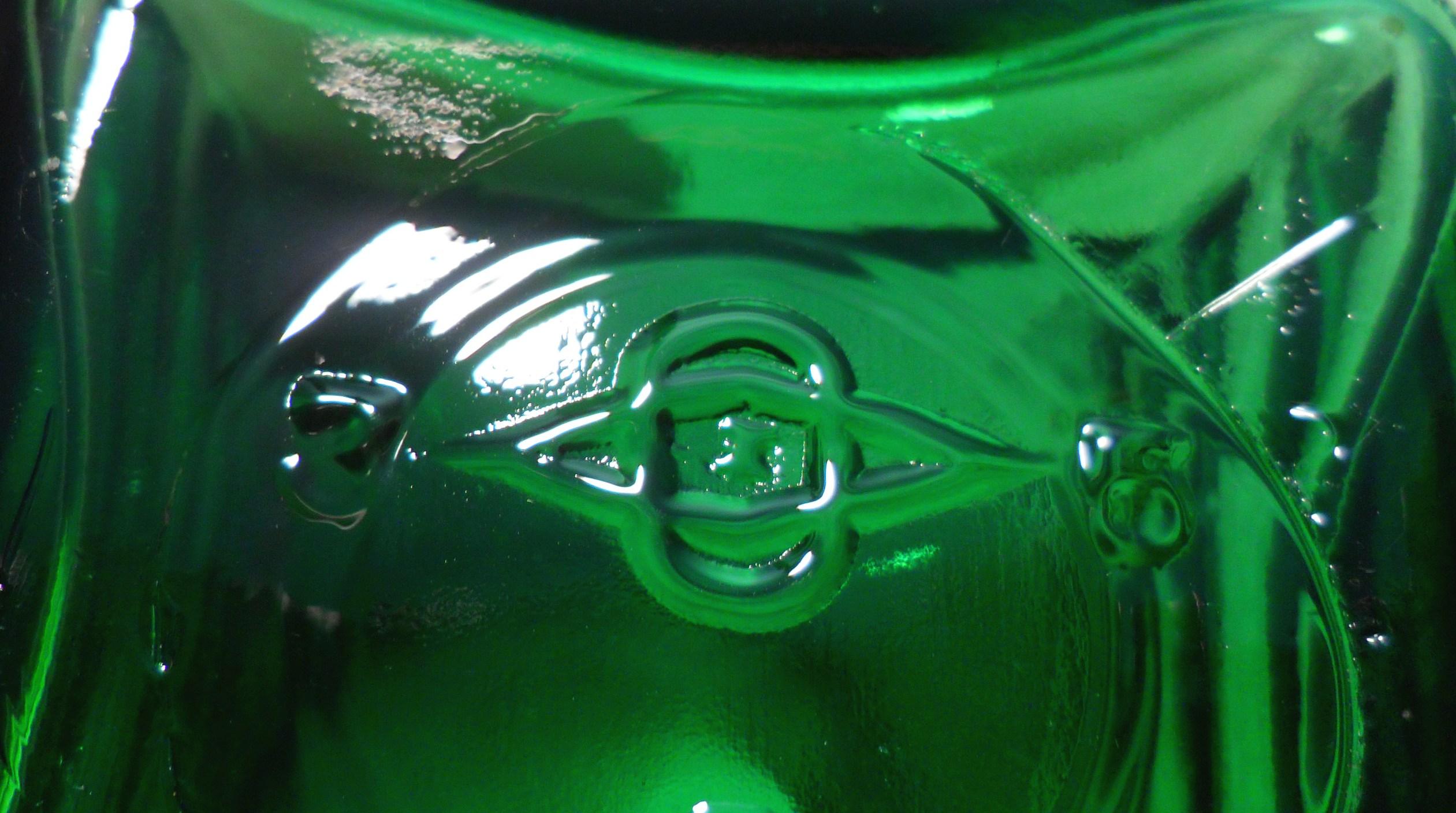 Owens Illinois Trademark On Base Of Emerald Green